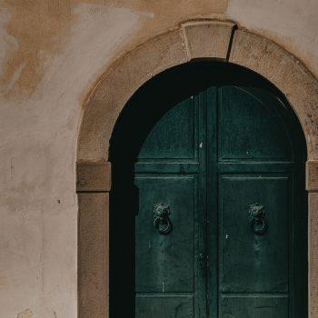 Particolare dell'arco del portone di ingresso di palazzo Trabia